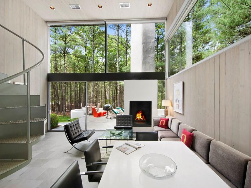 Частный односемейный дом для того Продажа на Charles Gwathmey's Sedacca House 19 Northwest Landing Road East Hampton, Нью-Йорк 11937 Соединенные Штаты