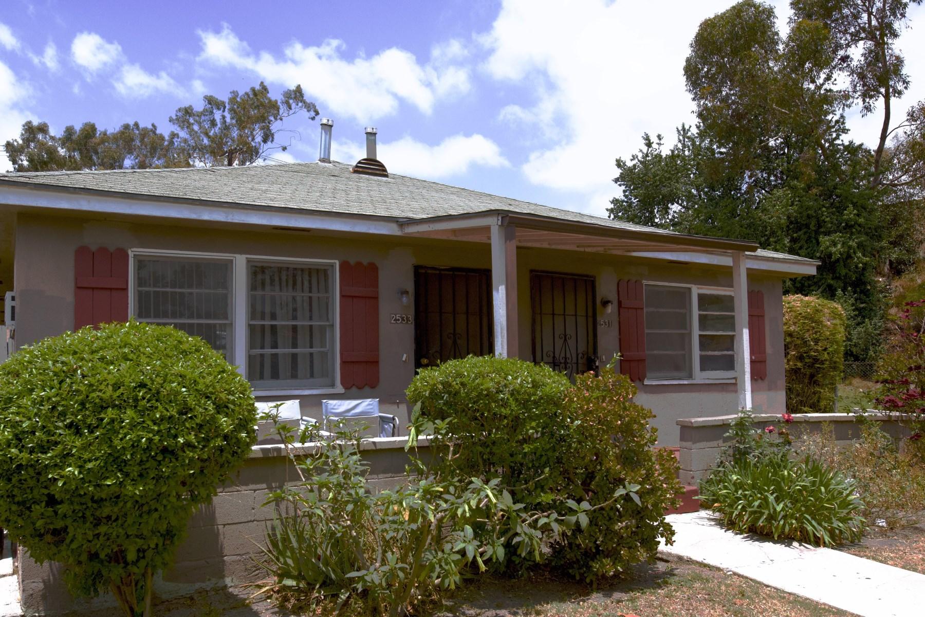 Многосемейный дом для того Продажа на 2531 South Dunsmuir 2522 South Burnside Avenue Los Angeles, Калифорния, 90016 Соединенные Штаты