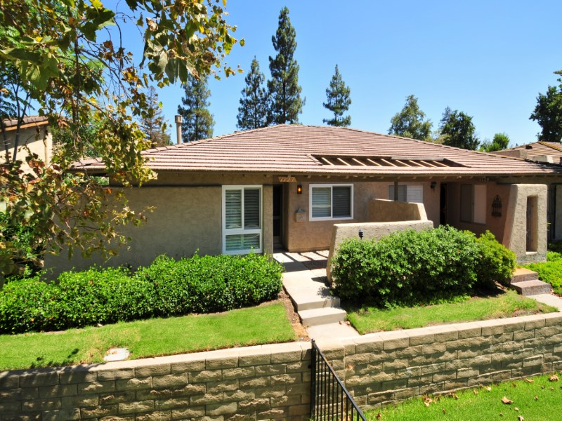 Adosado por un Venta en One Story Charmer 1127 Glenbridge Circle Westlake Village, California 91361 Estados Unidos