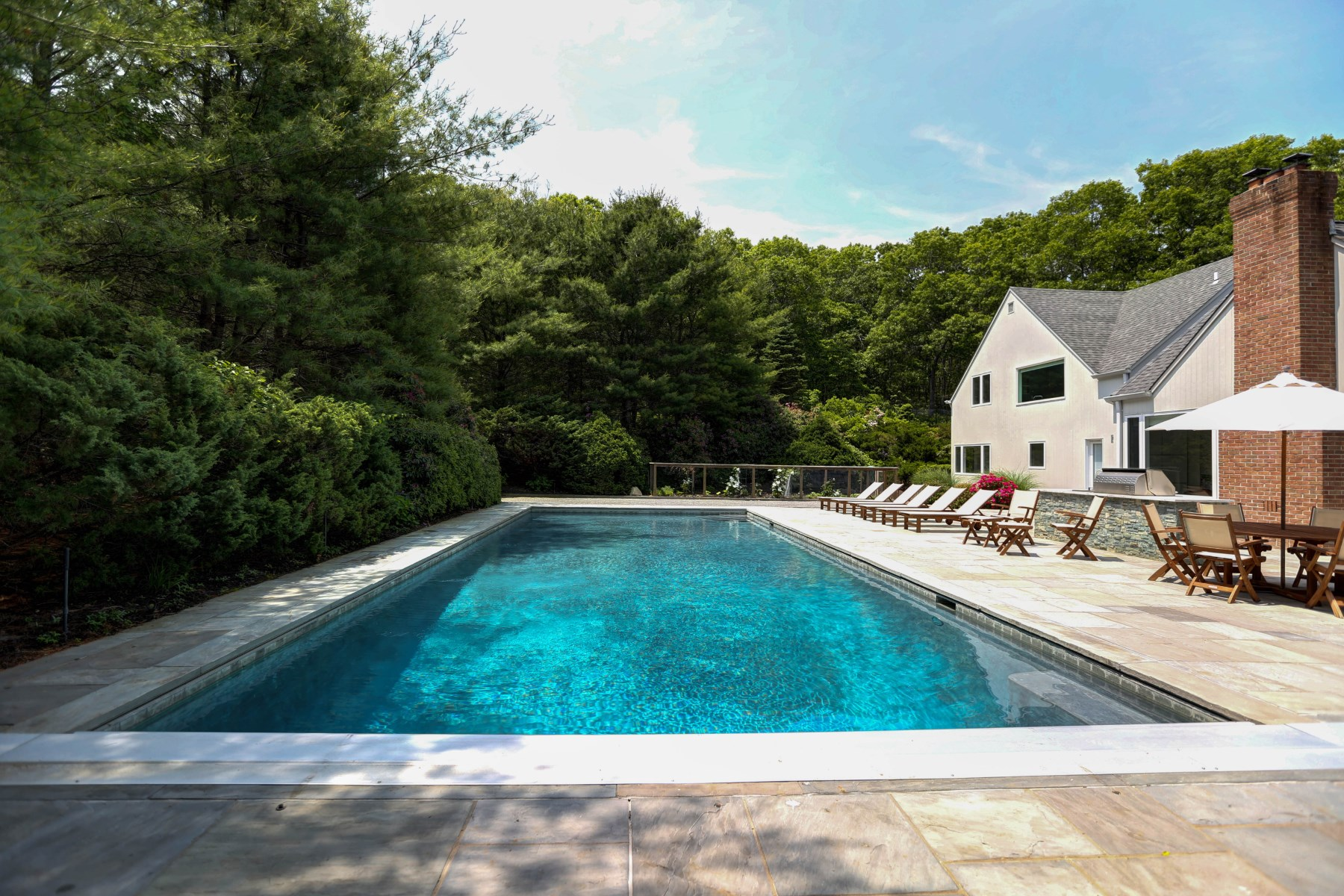 Maison unifamiliale pour l Vente à Chic Perfection with Privacy 122 Merchants Path Sag Harbor, New York, 11963 États-Unis
