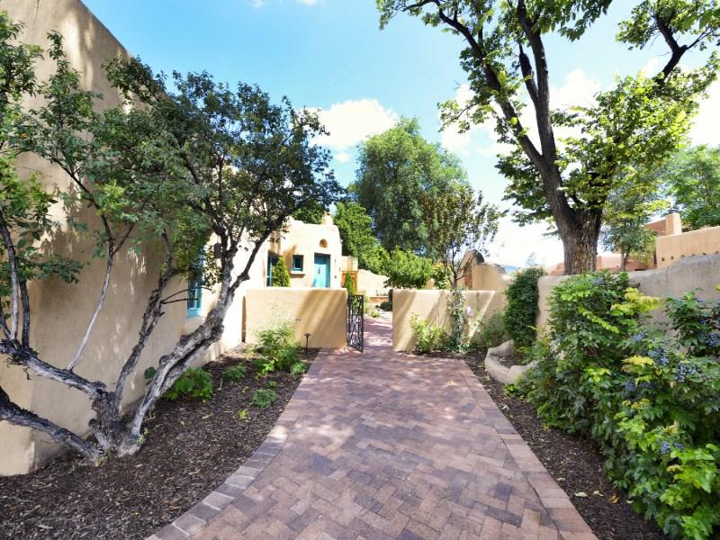 Maison unifamiliale pour l Vente à 511 E. Palace Avenue Santa Fe, New Mexico 87501 États-Unis