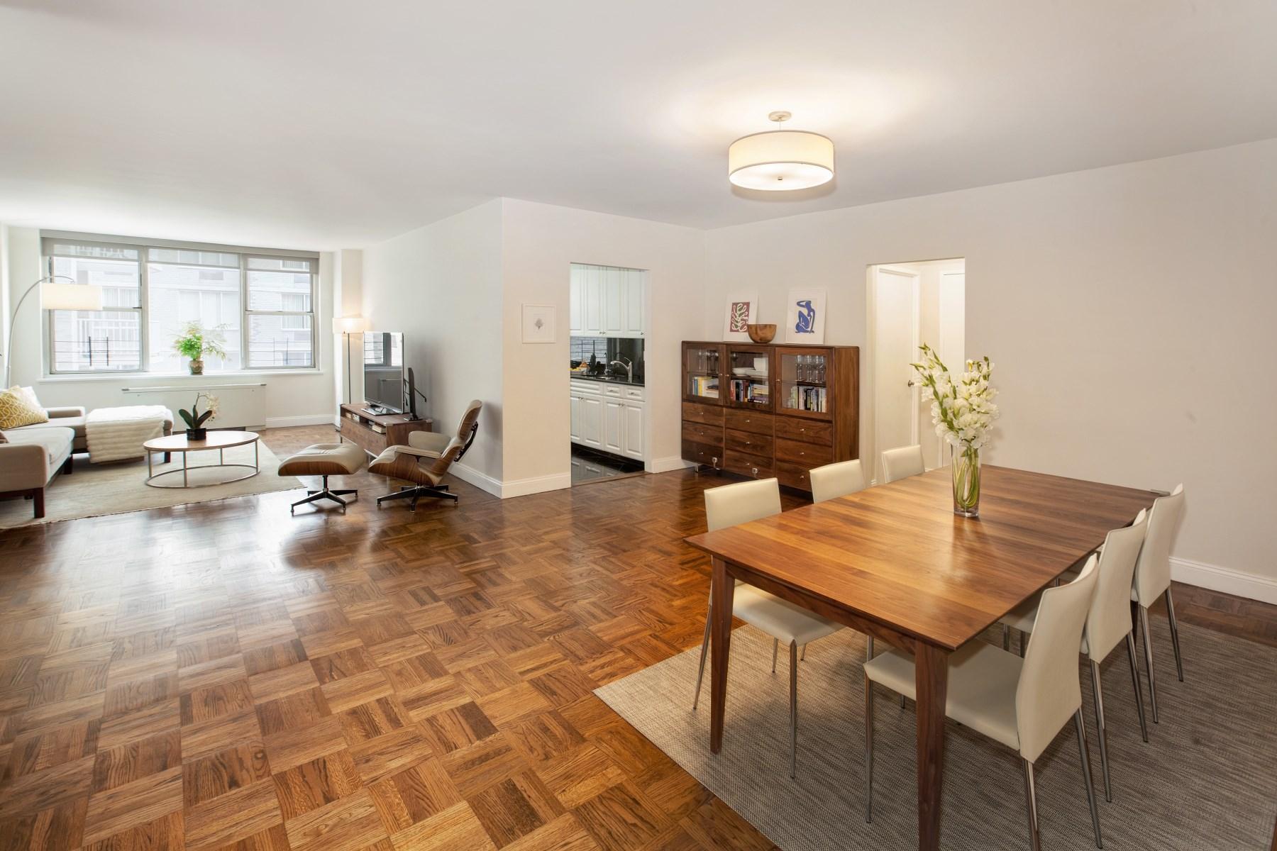 Кооперативная квартира для того Продажа на Lenox Hill 2-bedroom Doorman Condo 250 East 65th Street Apt 10C Upper East Side, New York, Нью-Йорк, 10065 Соединенные Штаты