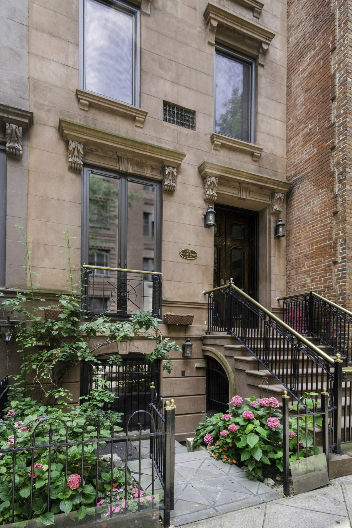Nhà phố vì Bán tại Lenox Hill Townhouse with Loft Appeal 234 East 74th Street Upper East Side, New York, New York, 10021 Hoa Kỳ
