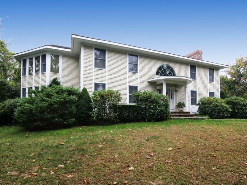 Частный односемейный дом для того Продажа на Dennis Beach Retreat 9 Wampanoag Trail Dennis, Массачусетс, 02638 Соединенные Штаты