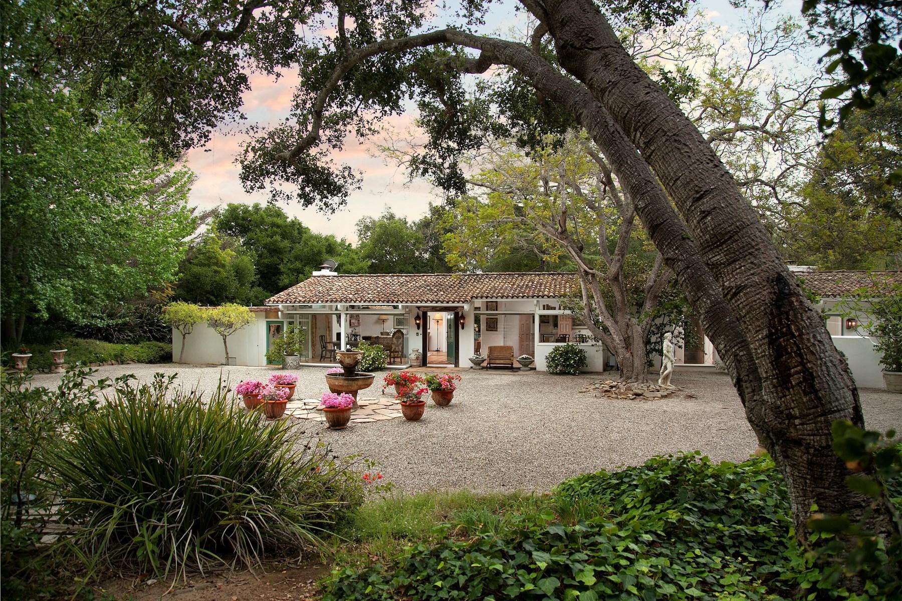 Maison unifamiliale pour l Vente à Enchanting Montecito Retreat 1641 East Valley Road Montecito - Upper Village, Santa Barbara, Californie 93108 États-Unis