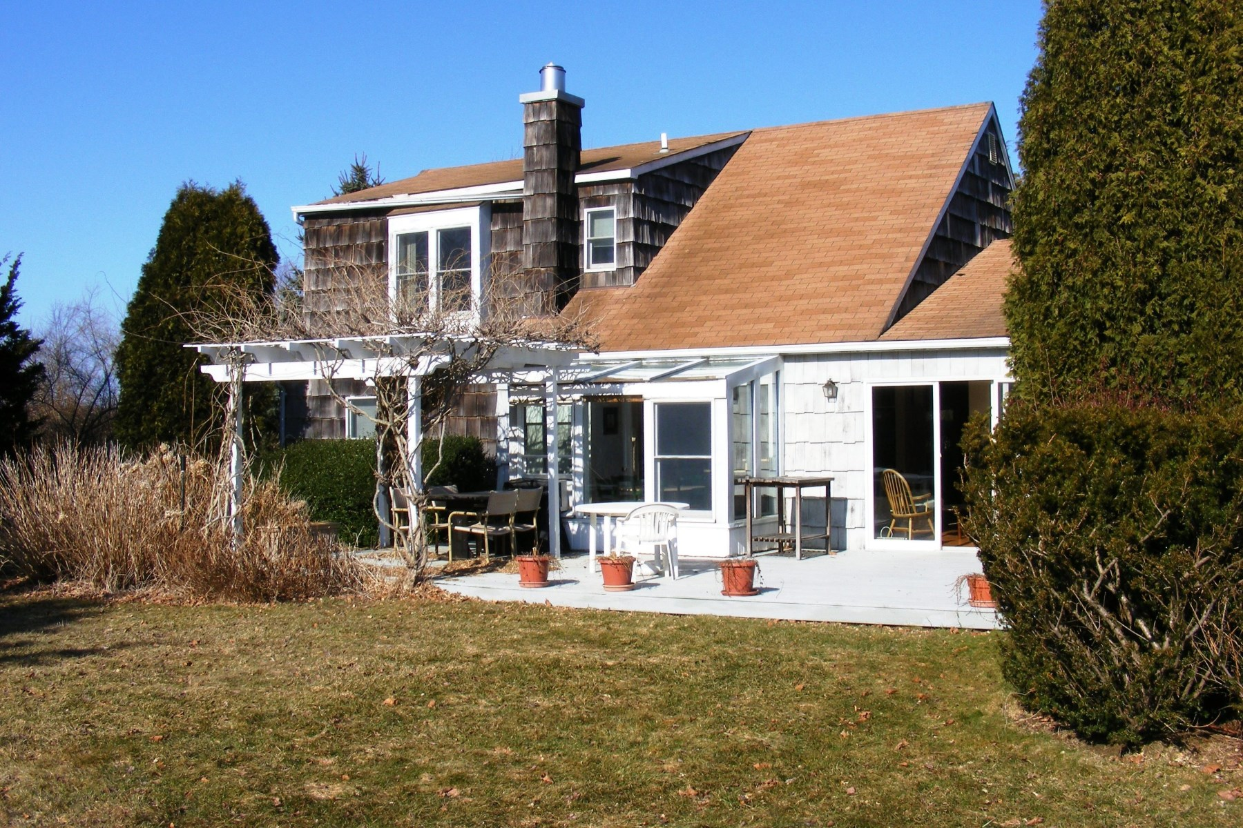 Single Family Home for Rent at Summer Ease - Southampton Convenience 15 Meadowgrass Ln Southampton, New York 11968 United States