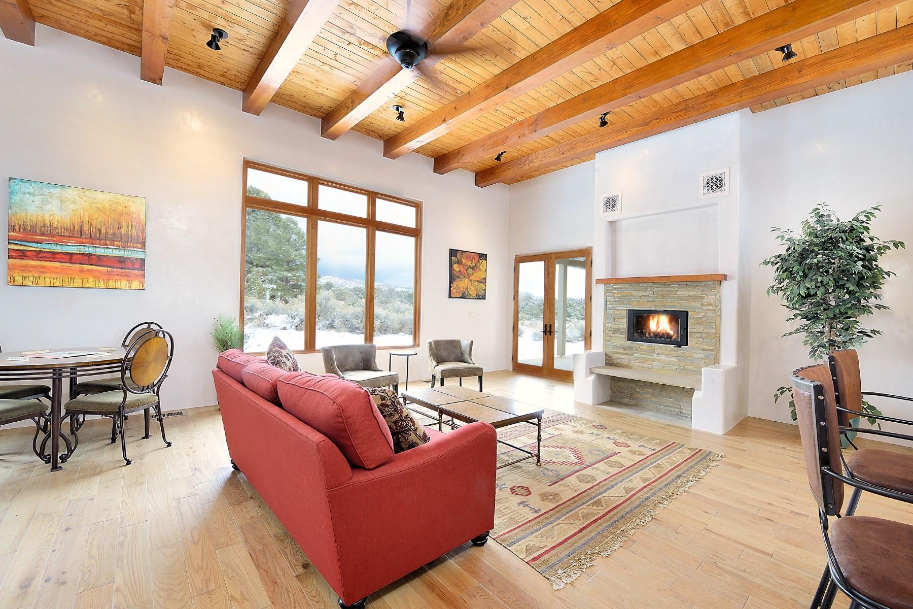 Maison unifamiliale pour l Vente à 112 Calle Paisano Santa Fe, New Mexico, 87505 États-Unis