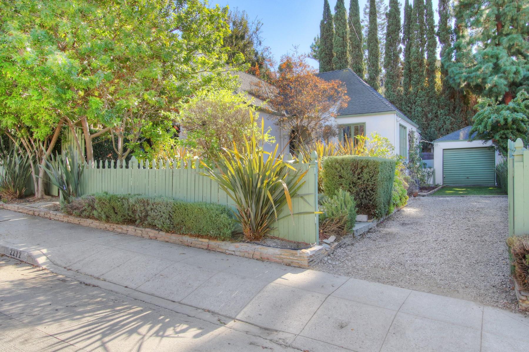Villa per Vendita alle ore 2272 India Street Silver Lake, Los Angeles, California 90039 Stati Uniti