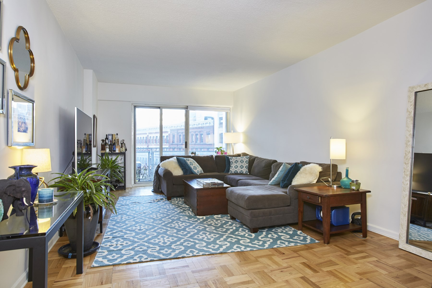 Appartement pour l Vente à 60 East 8th Street, Apt. 9M 60 East 8th Street Apt 9M Greenwich Village, New York, New York, 10003 États-Unis