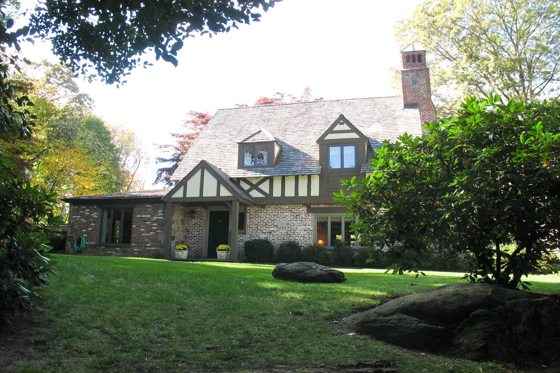 Single Family Home for Sale at 28 Upland Drive Central Greenwich, Greenwich, Connecticut 06831 United States
