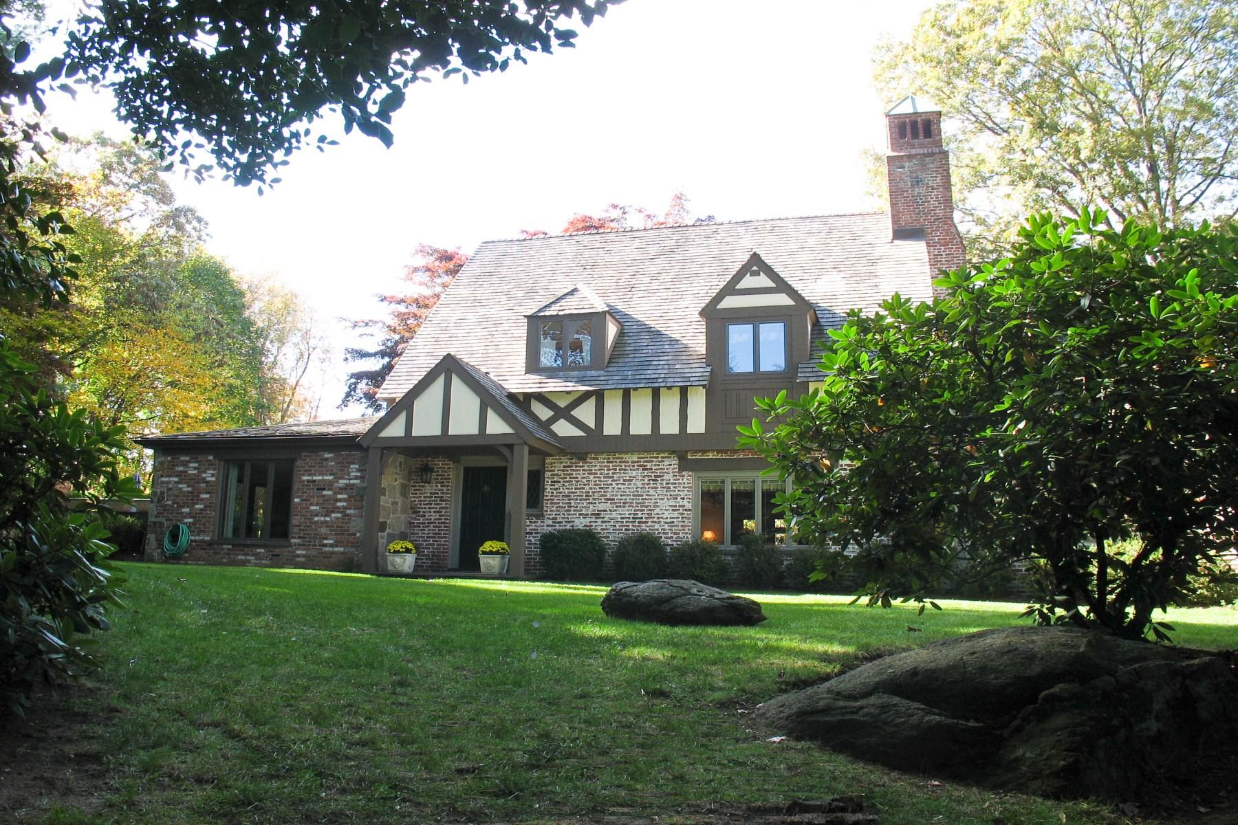 独户住宅 为 销售 在 28 Upland Drive Central Greenwich, Greenwich, 康涅狄格州 06831 美国