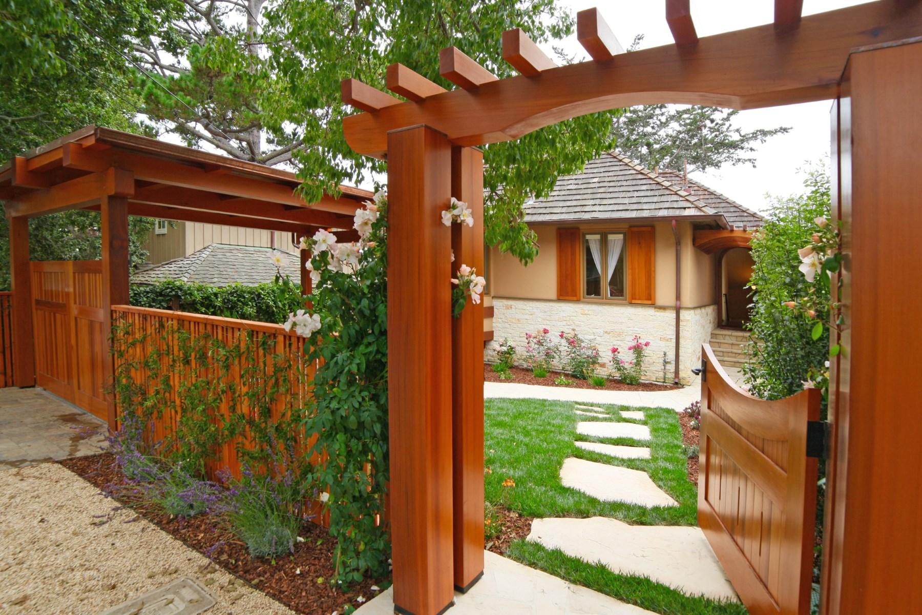Maison unifamiliale pour l Vente à Carmel-by-the-Sea Furnished Cottage Casanova 5 Sw Of 8th Carmel, Californie, 93921 États-Unis