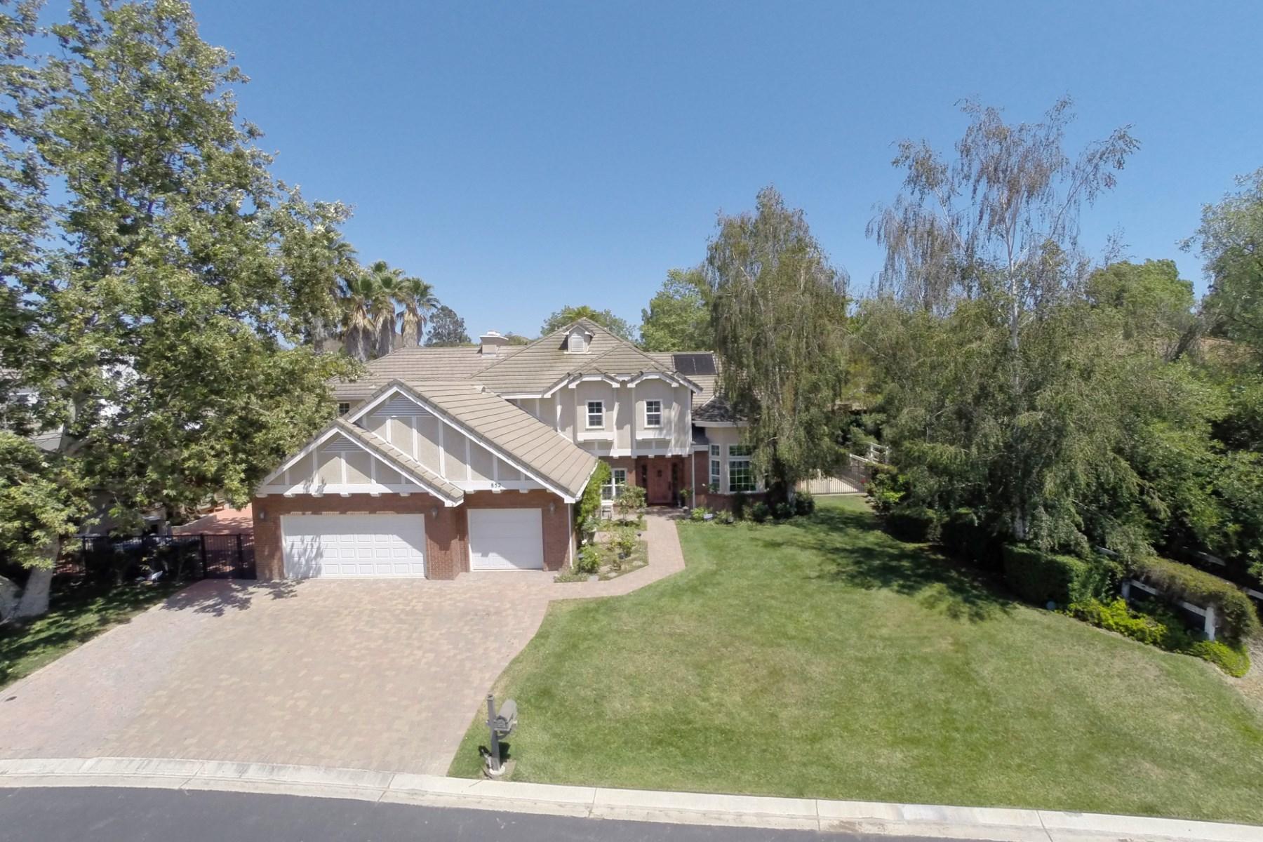 Maison unifamiliale pour l Vente à Gated Lynn Ranch - Custom Remodel 852 Camino Flores Thousand Oaks, Californie 91360 États-Unis