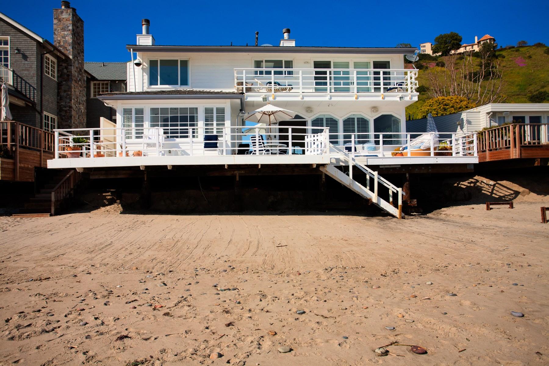 Частный односемейный дом для того Аренда на Cape Cod Style Beach home in Malibu 22202 Pacific Coast Highway Malibu, Калифорния, 90265 Соединенные Штаты
