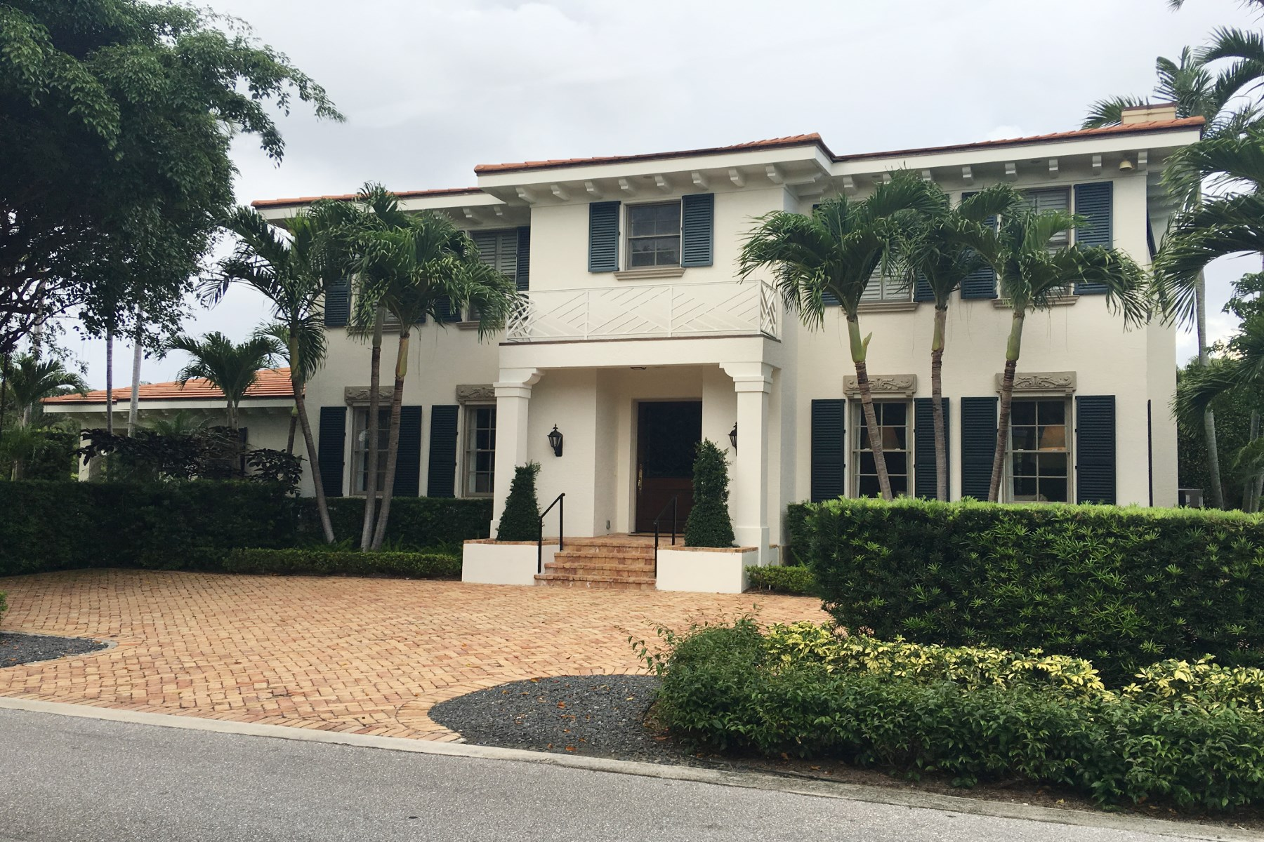 Single Family Home for Sale at Perfection on North Lake Way 1263 N Lake Way North End, Palm Beach, Florida, 33480 United States