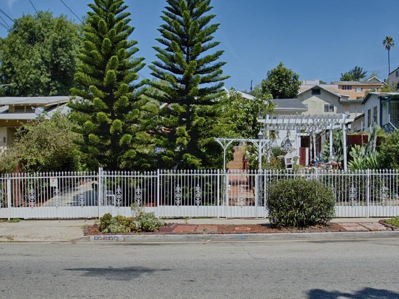 Vivienda multifamiliar por un Venta en Two Houses On A Lot 1915 Echo Park Avenue Echo Park, Los Angeles, California 90026 Estados Unidos