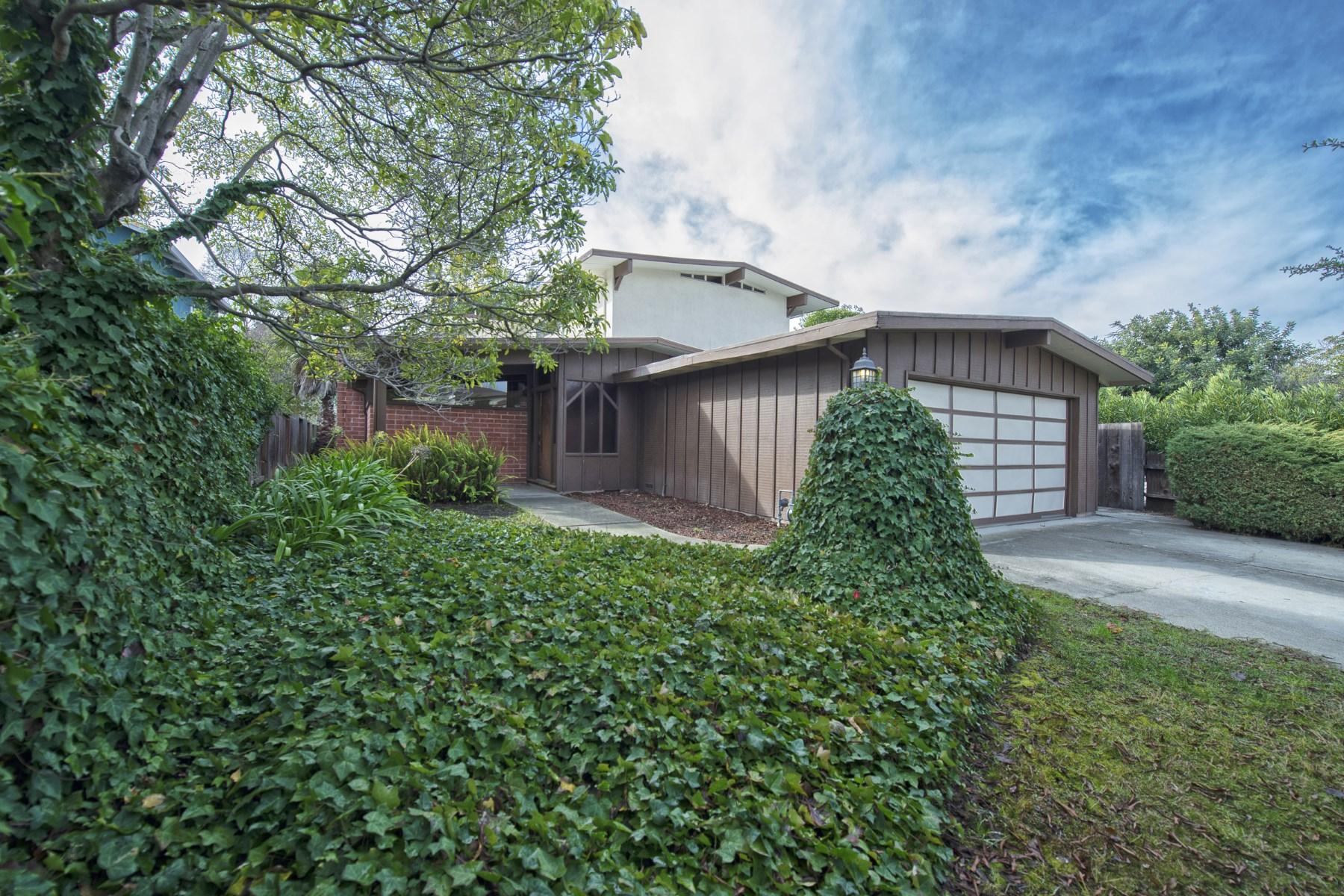 Casa Unifamiliar por un Venta en Palo Alto Pre-renovation Opportunity 2670 Cowper Street Palo Alto, California 94306 Estados Unidos