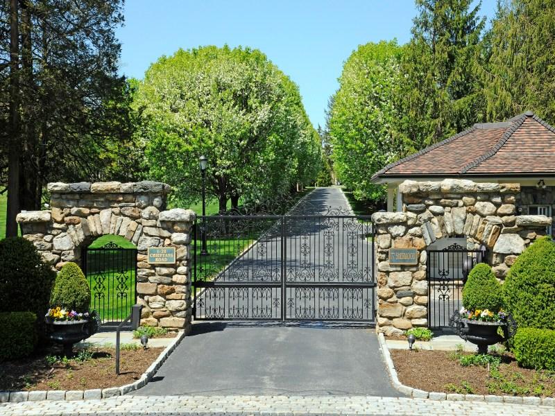 独户住宅 为 销售 在 Gated Community 13 Chieftans Road Greenwich, 康涅狄格州 06831 美国