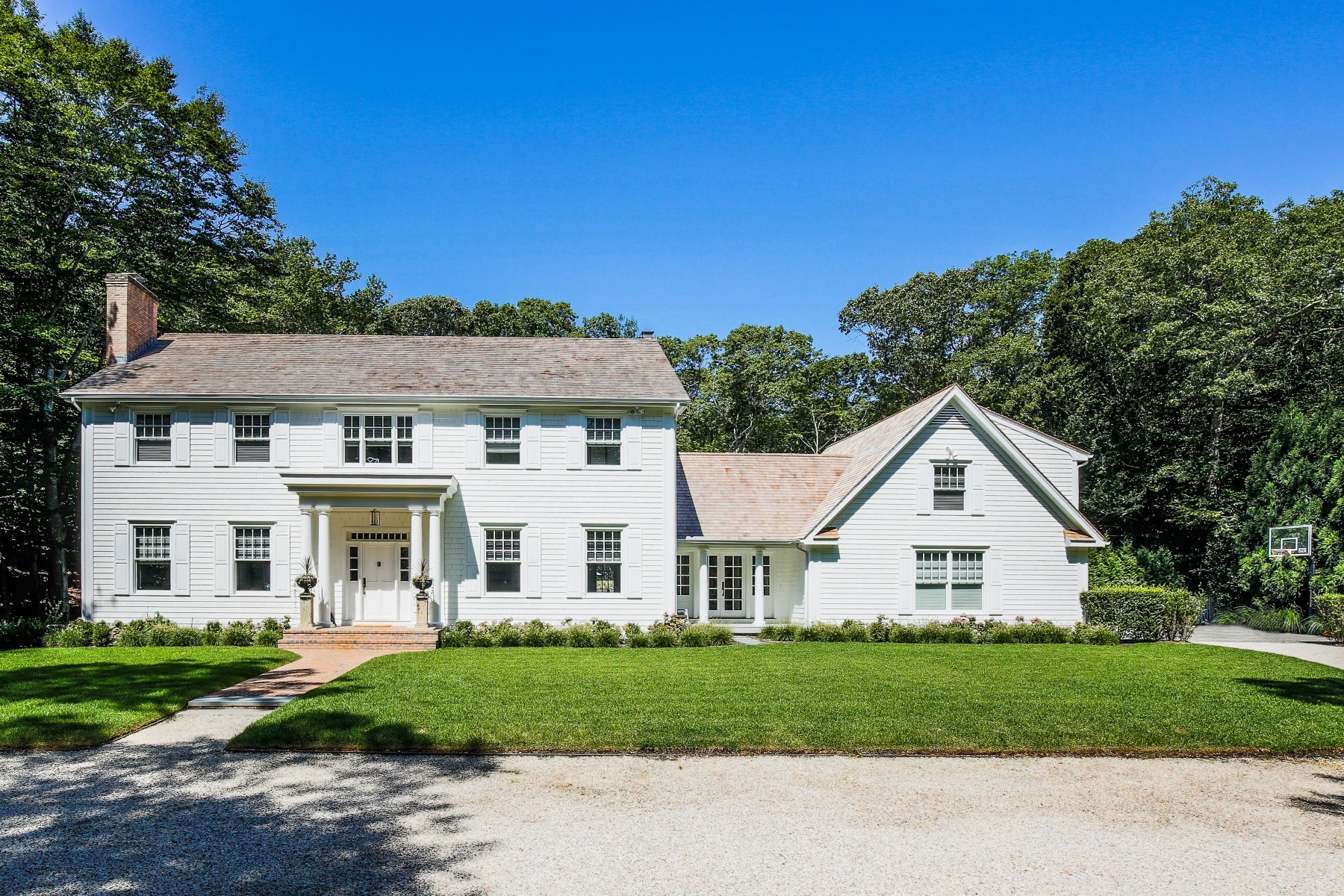 Single Family Home for Sale at Amagansett Summers 17 Woodedge Circle Amagansett, New York, 11930 United States