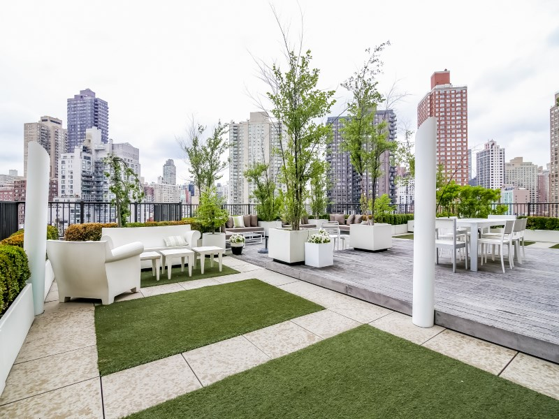Coopérative pour l Vente à Most Fabulous Terrace in New York City 200 East End Avenue Apt 12o Upper East Side, New York, New York 10128 États-Unis