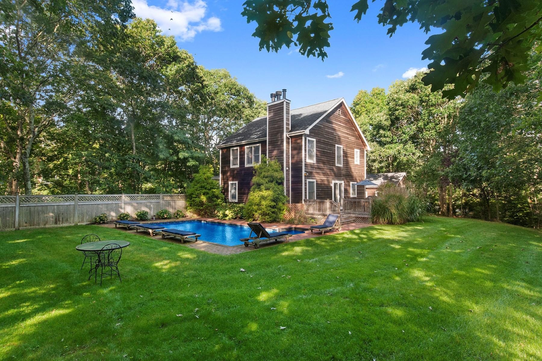 단독 가정 주택 용 매매 에 Charming & Tranquil Near Village Sag Harbor, 뉴욕, 11963 미국