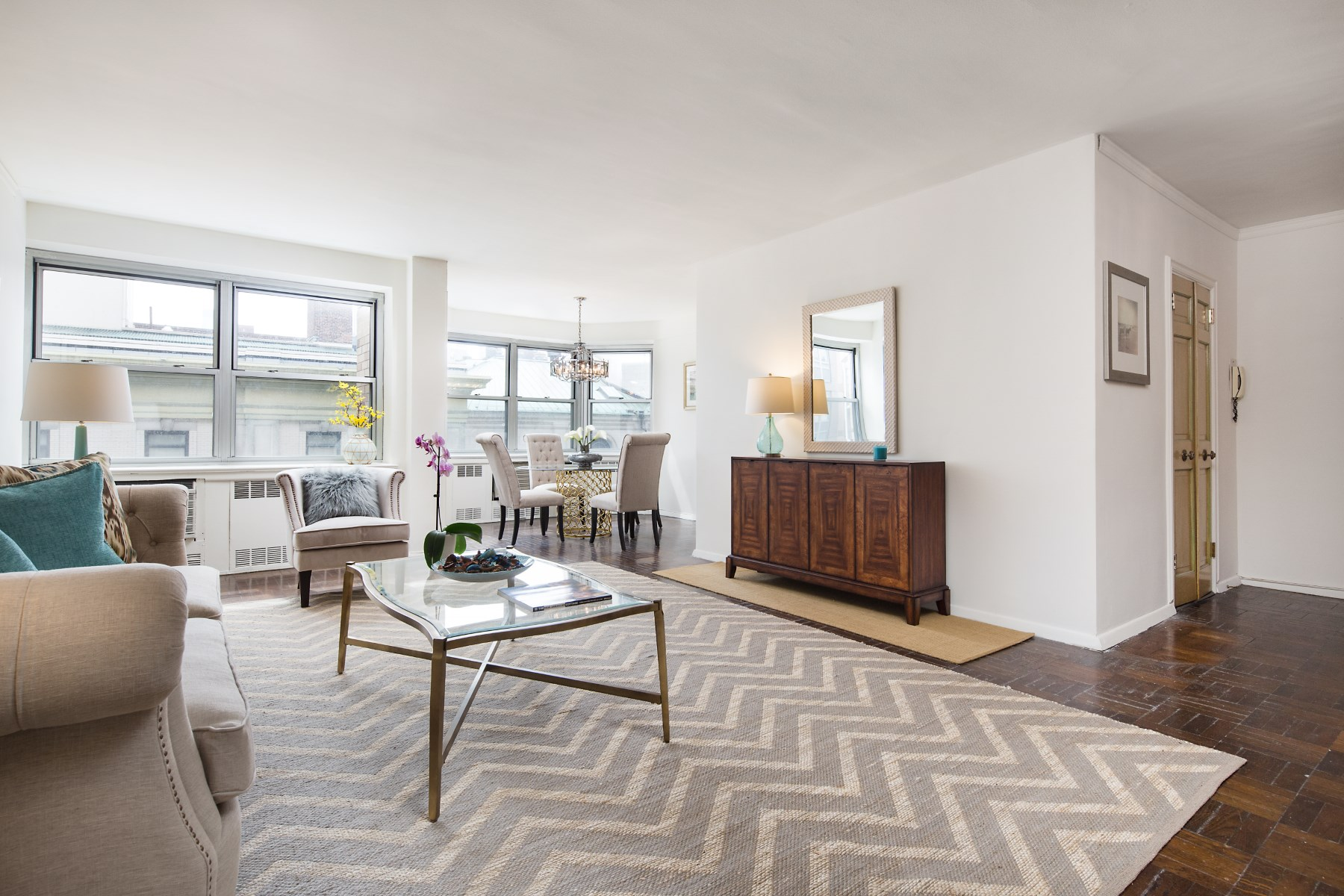 Кооперативная квартира для того Продажа на Opportunity Awaits 155 East 76th Street Apt 8E Upper East Side, New York, Нью-Йорк, 10021 Соединенные Штаты