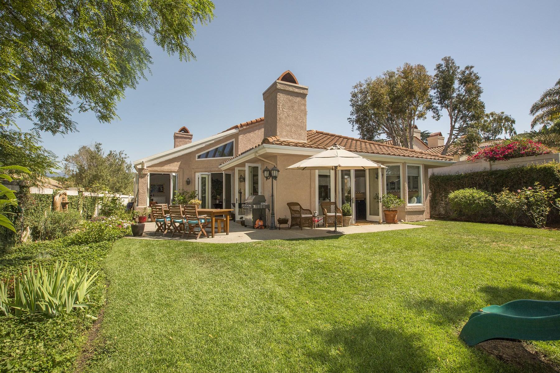 Vivienda unifamiliar por un Venta en Gated Classic Santa Barbara Style Home 975 Vista De La Mesa Santa Barbara, California, 93110 Estados Unidos