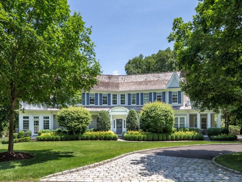 独户住宅 为 销售 在 Mid-Country Elegance 19 Sherwood Farm Lane Greenwich, 康涅狄格州 06831 美国