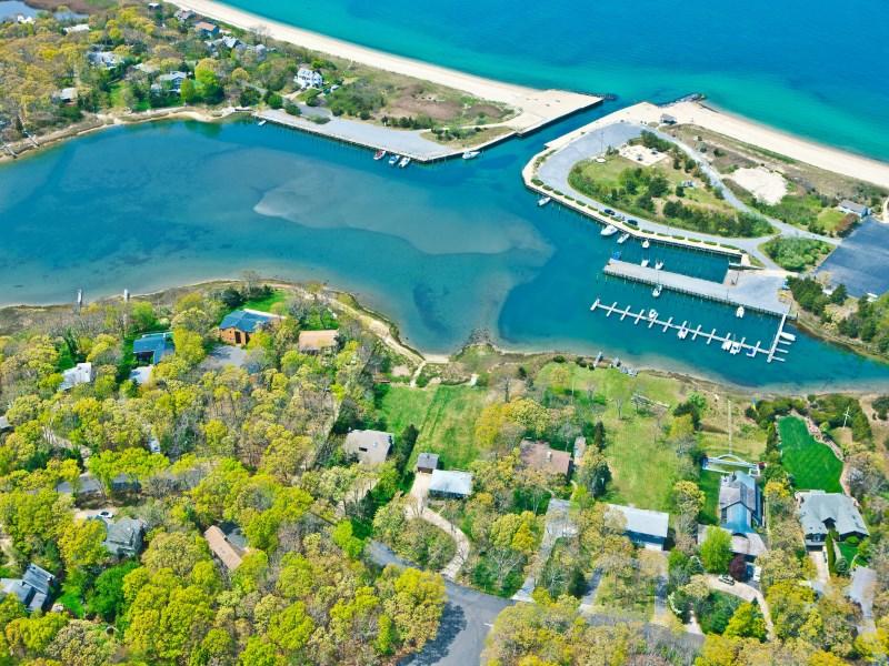 Casa para uma família para Venda às Spectacular Waterfront 166 Waterhole Road East Hampton, Nova York 11937 Estados Unidos