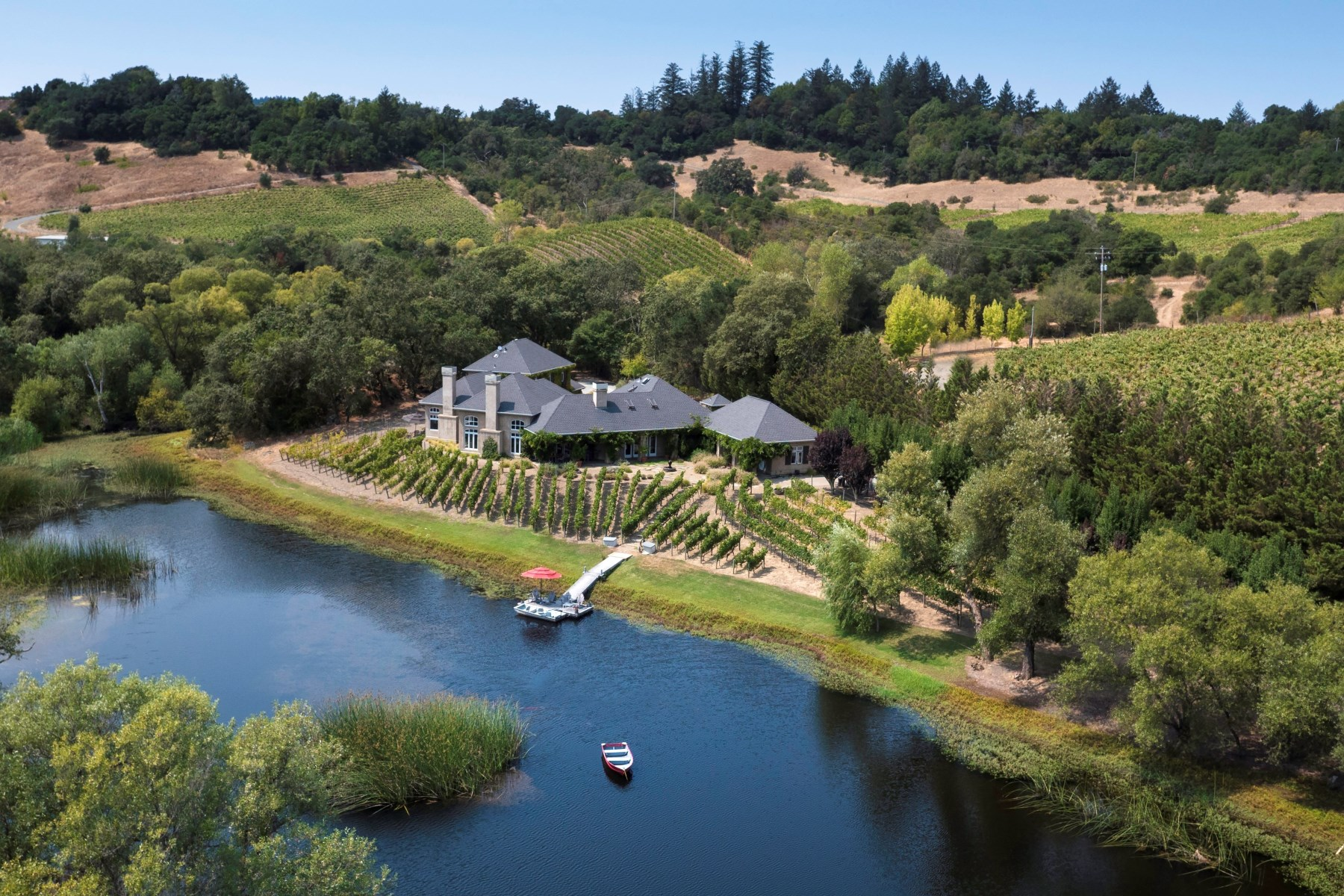 Single Family Home for Sale at Wine Country Lakeside Estate 3315 Westside Rd Healdsburg, California, 95448 United States