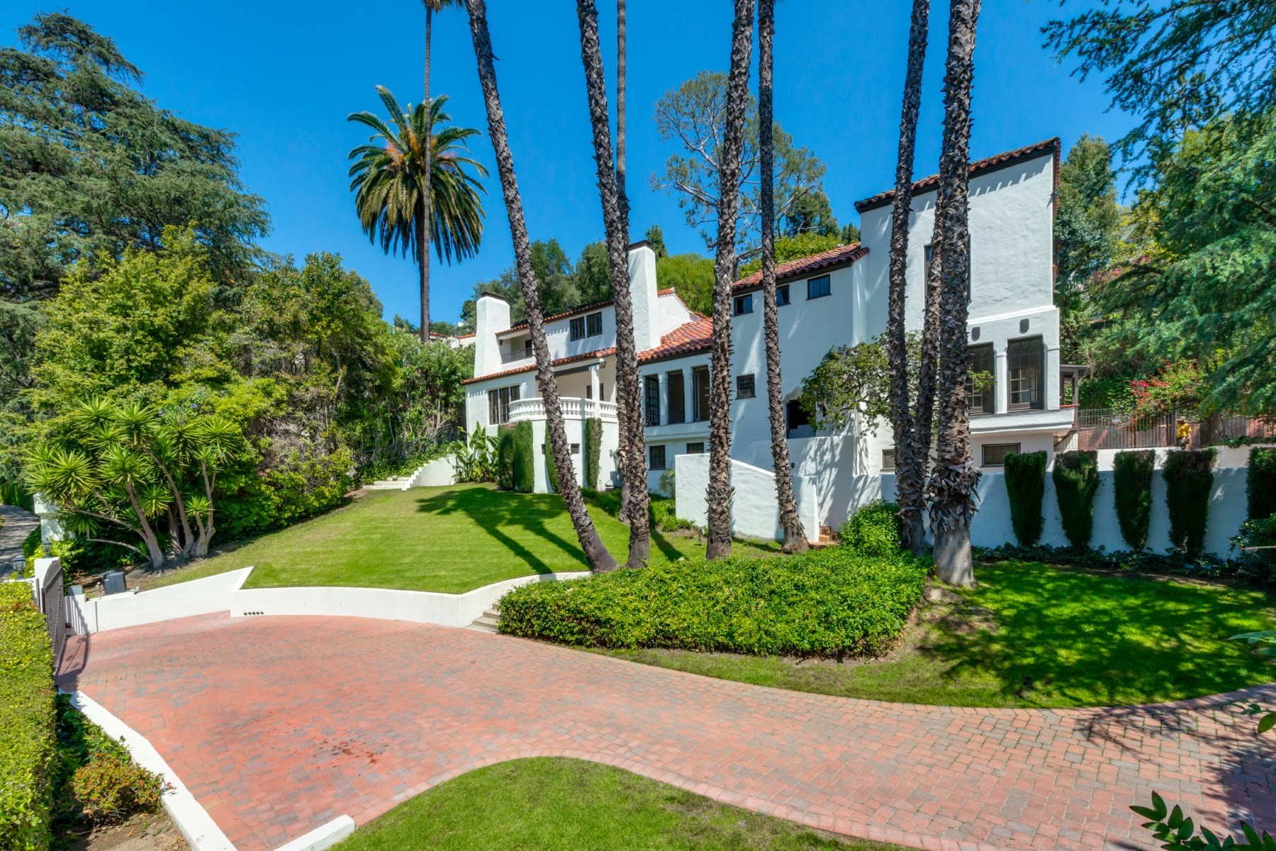 Single Family Home for Sale at 2556 Aberdeen Avenue Los Feliz, Los Angeles, California 90027 United States
