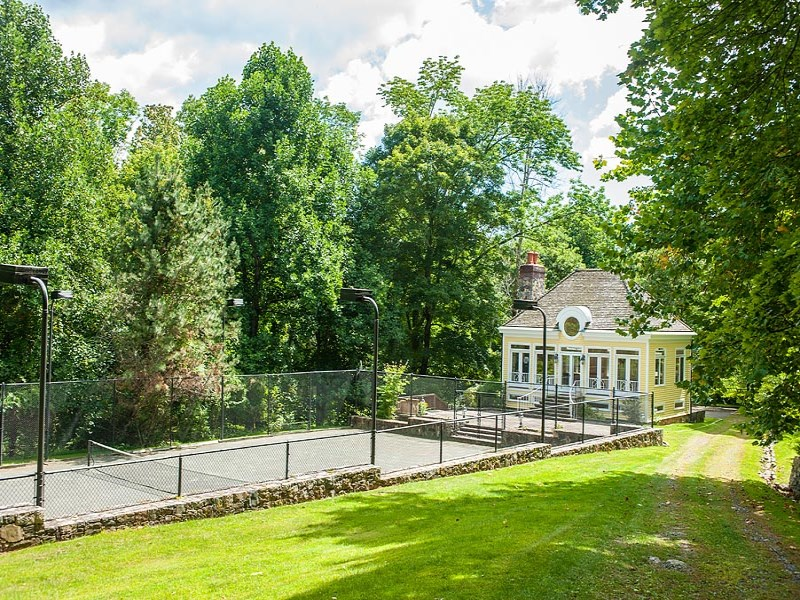 Property Of 27± acre Round Hill Lakefront Estate