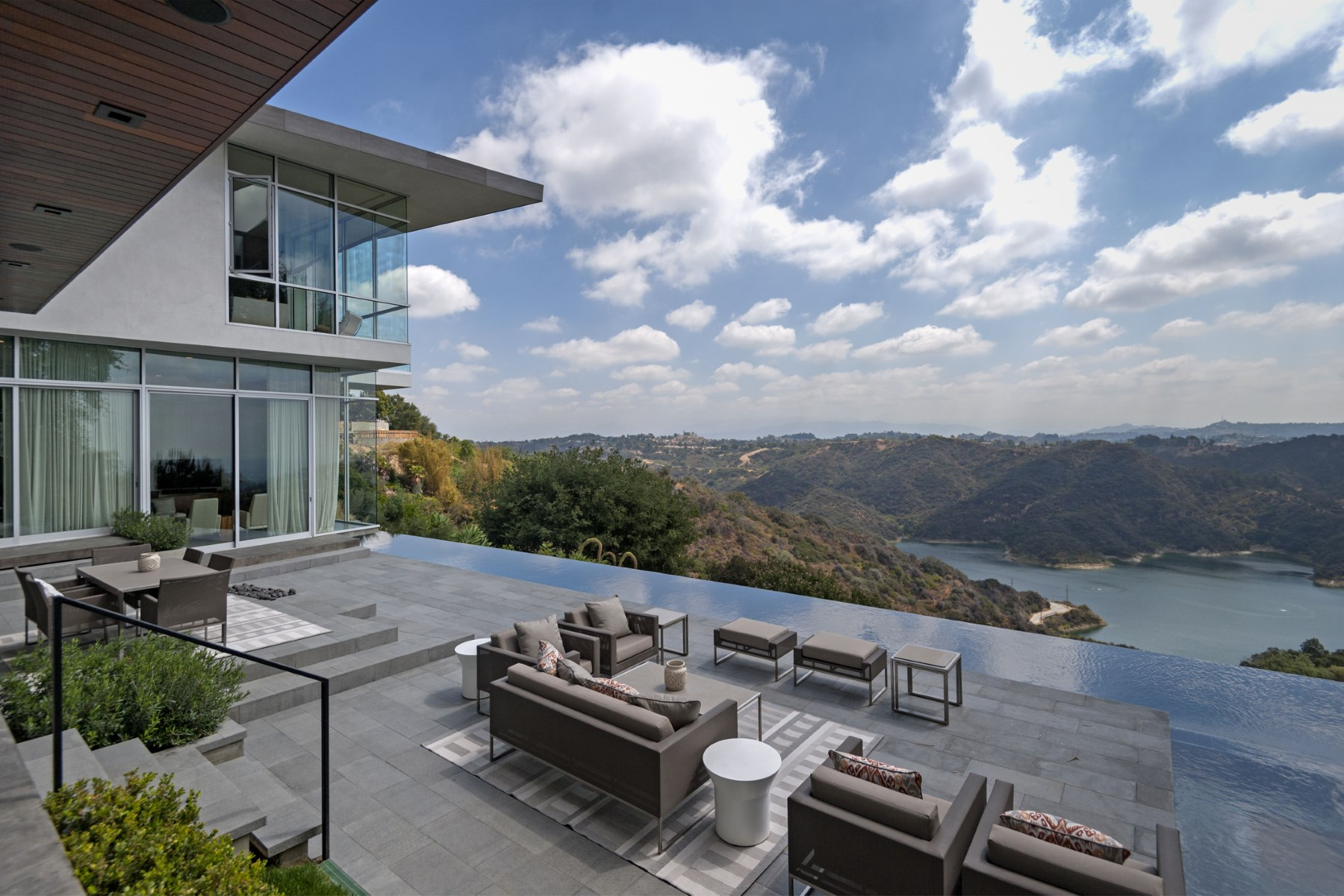 단독 가정 주택 용 매매 에 Striking Architectural Spectacular Views 2170 Stradella Road Bel Air, Los Angeles, 캘리포니아 90077 미국