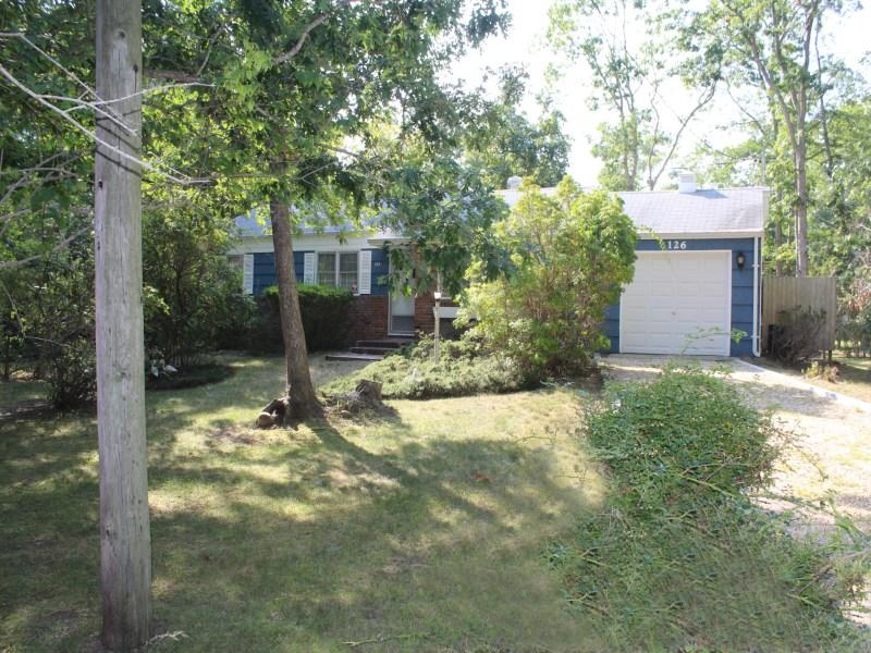 独户住宅 为 销售 在 Cottage in Clearwater Beach 126 Kings Point Road Springs, East Hampton, 纽约州 11937 美国