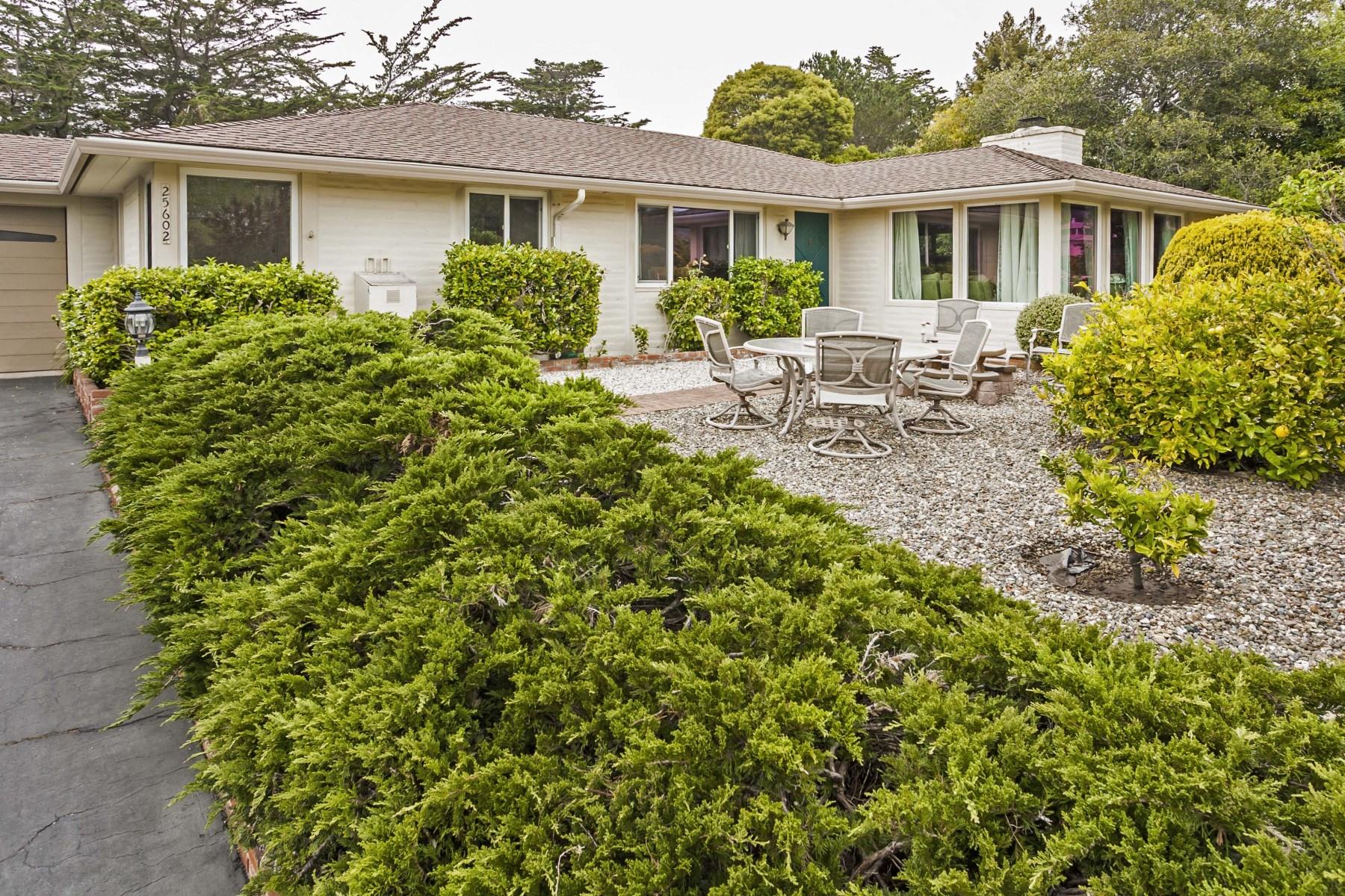 Nhà ở một gia đình vì Bán tại Carmel School District 25602 Morse Drive Carmel, California 93923 Hoa Kỳ