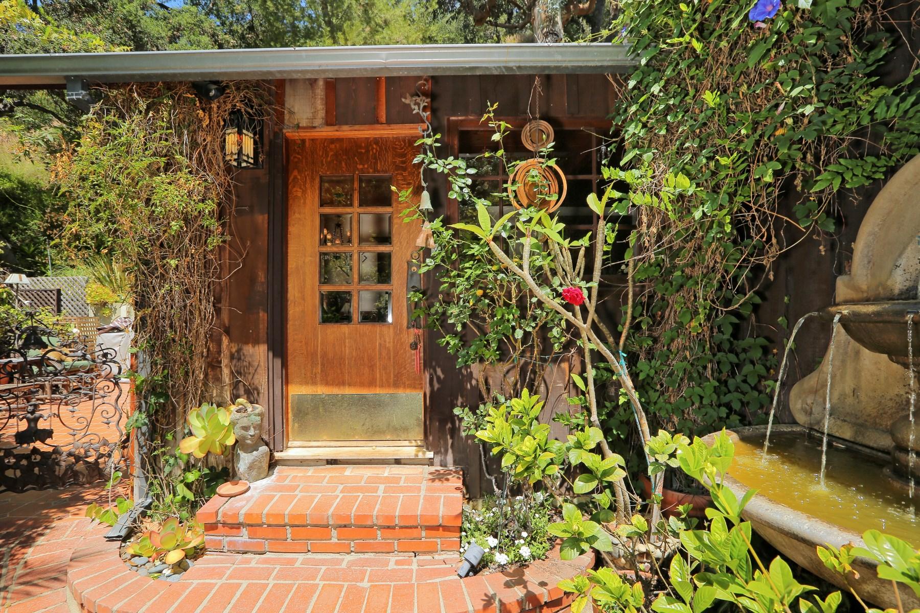 Vivienda unifamiliar por un Venta en Country Vintage Home 9819 Yoakum Drive Beverly Hills, California 90210 Estados Unidos