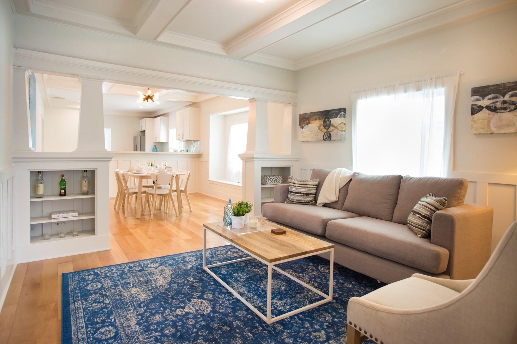 Частный односемейный дом для того Продажа на Vintage West Adams Transitional 3201 Montclair Street Los Angeles, Калифорния, 90018 Соединенные Штаты
