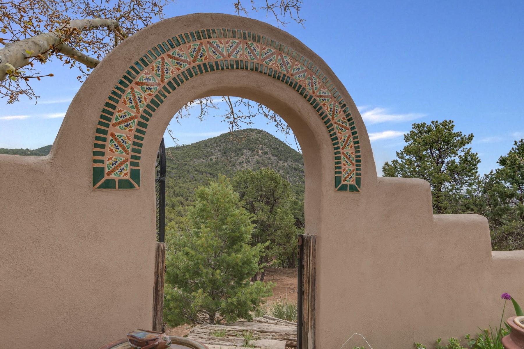 Casa para uma família para Venda às 7518-A Old Santa Fe Trail Santa Fe City Southeast, Santa Fe, Novo México 87505 Estados Unidos