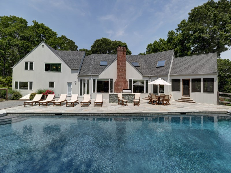 Casa para uma família para Venda às Chic Perfection with Privacy 122 Merchants Path Sag Harbor, Nova York 11963 Estados Unidos