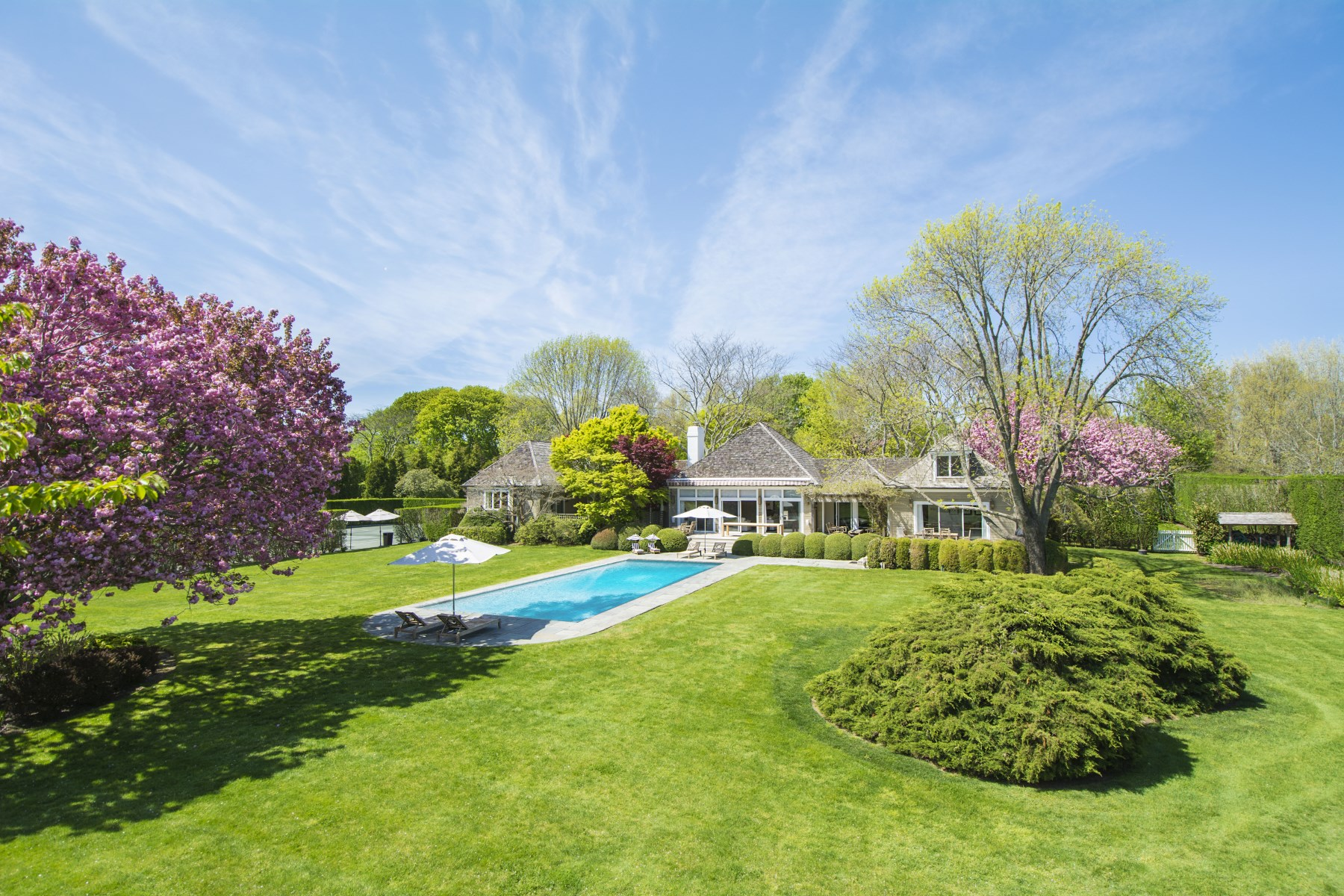 Villa per Vendita alle ore Elegant Ox Pasture Estate 390 Ox Pasture Road Southampton, New York 11968 Stati Uniti