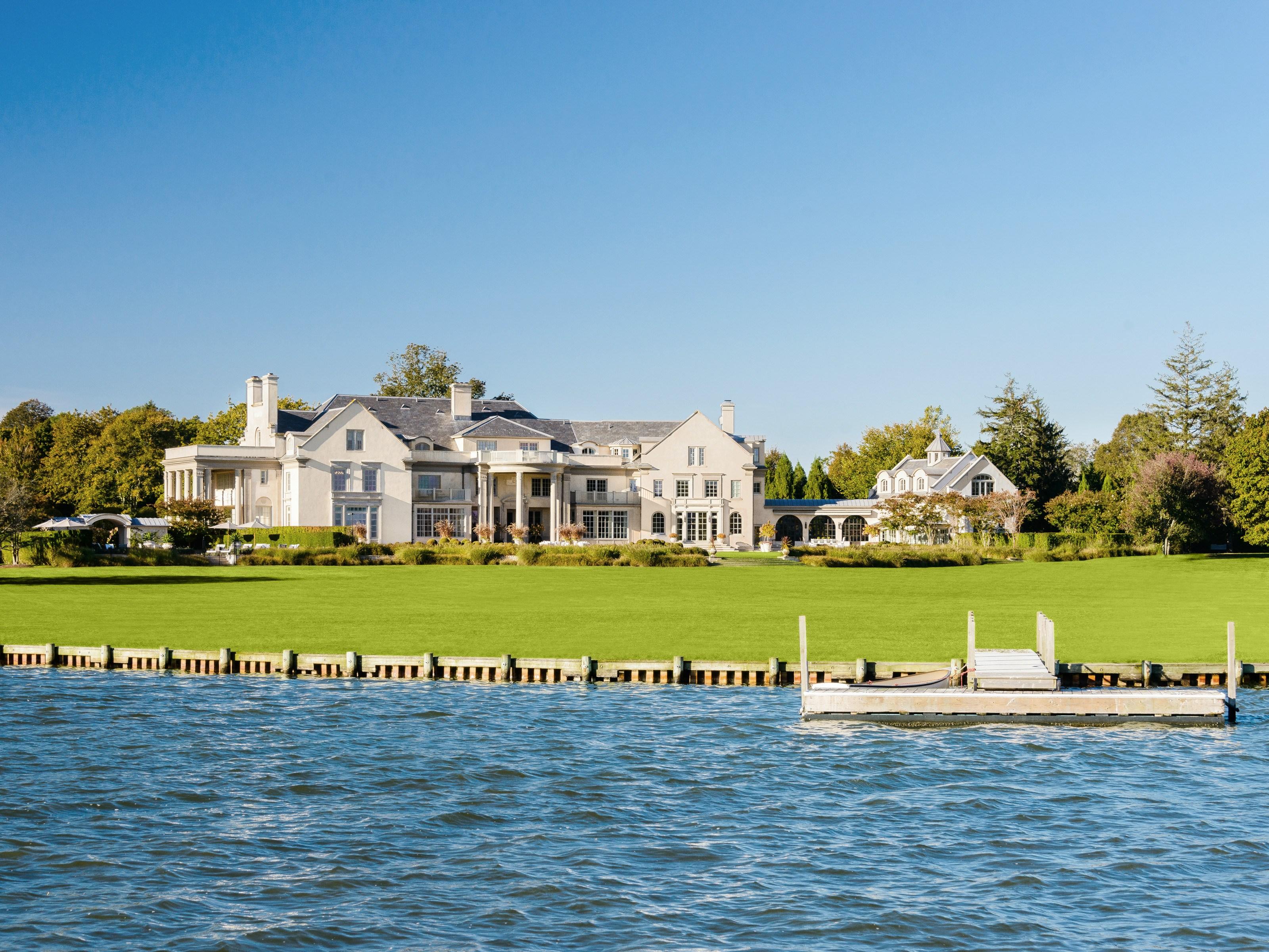 Nhà ở một gia đình vì Bán tại Villa Maria 51 Halsey Lane Water Mill, New York 11976 Hoa Kỳ