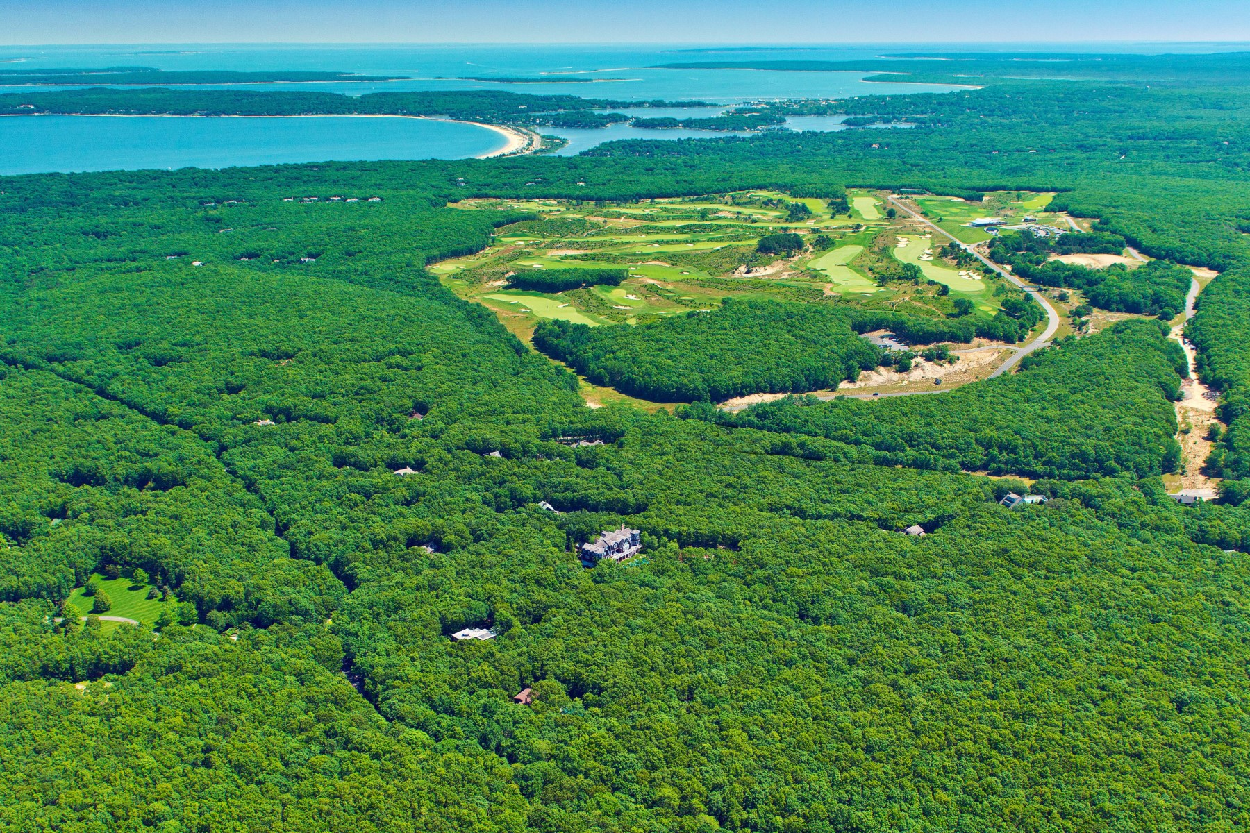Terrain pour l Vente à Over Three Private Acres 1193 Millstone Road Sag Harbor, New York 11963 États-Unis