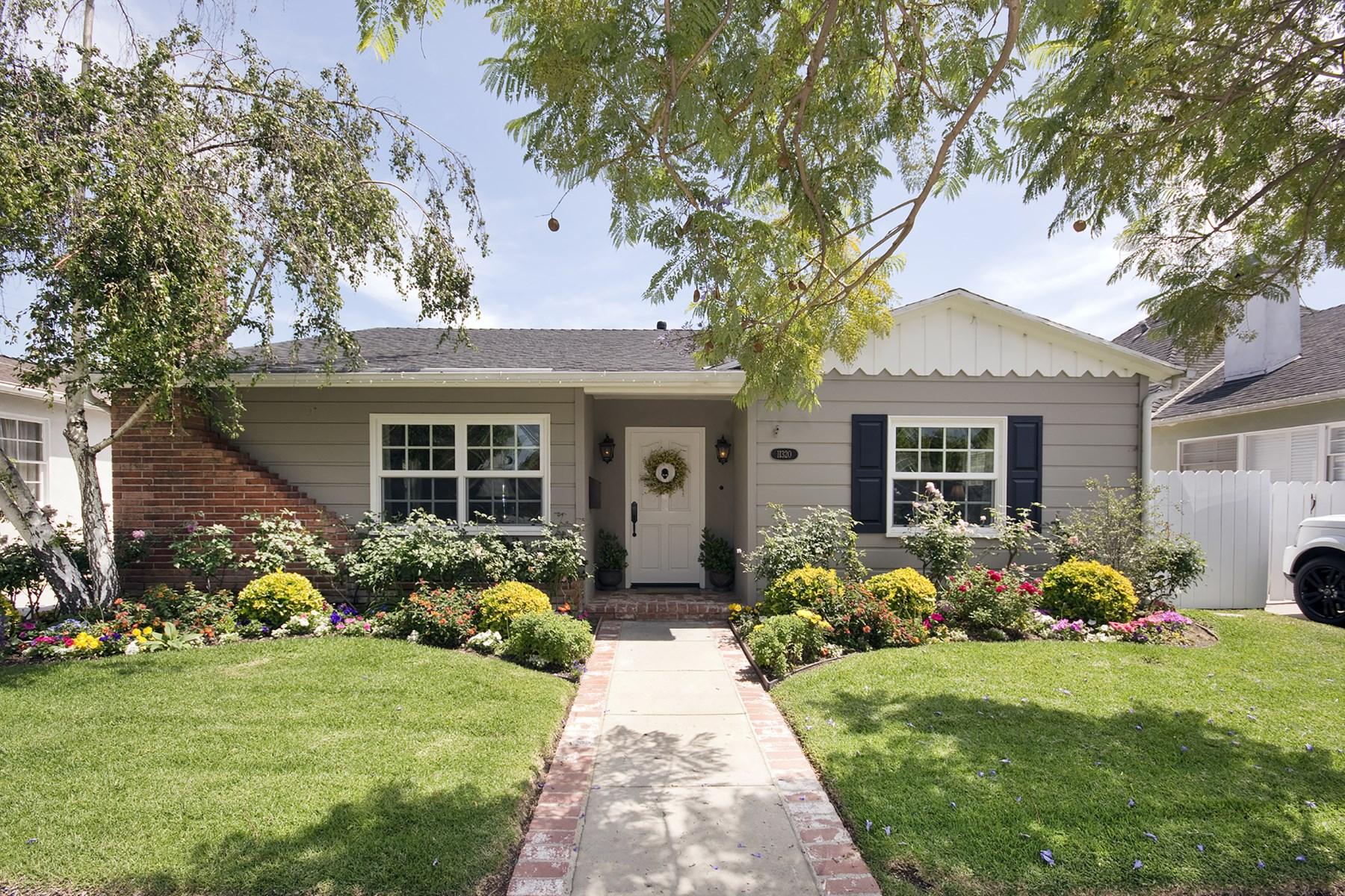 Villa per Vendita alle ore STUNNING GLADWIN HOUSE IN THE GLEN 11320 Gladwin Street Brentwood, Los Angeles, California, 90049 Stati Uniti