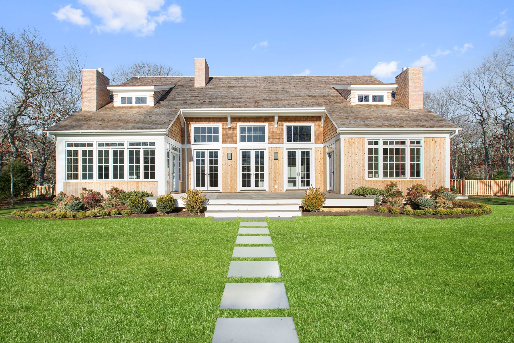 Villa per Vendita alle ore Contemporary Farmhouse East Hampton, New York 11937 Stati Uniti