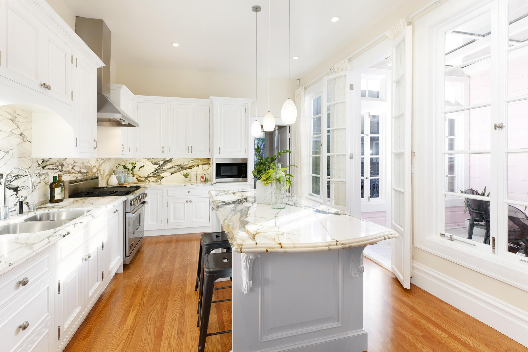 Single Family Home for Sale at Modern Finishes Classic Detailing 1918 Divisadero St San Francisco, California, 94115 United States