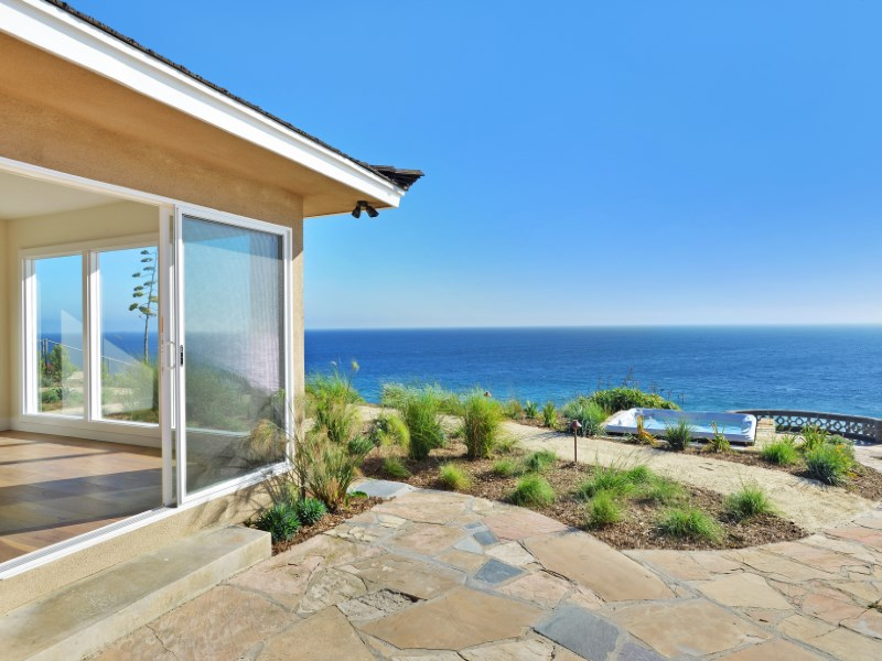 Vivienda unifamiliar por un Venta en Newly Renovated Bluff Home 7247 Birdview Ave Malibu, California 90265 Estados Unidos