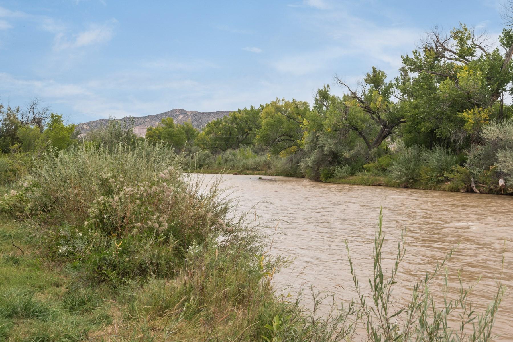 Nhà ở một gia đình vì Bán tại 20804 Highway 84 Abiquiu, New Mexico, 87510 Hoa Kỳ