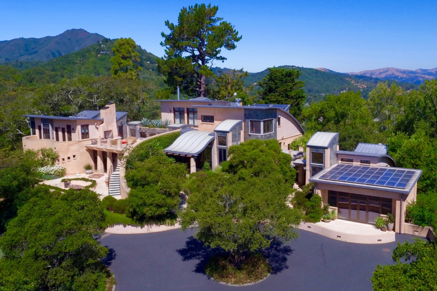 Maison unifamiliale pour l Vente à Unprecedented Approx. 11-Acre Compound Corte Madera, Californie, 94925 États-Unis