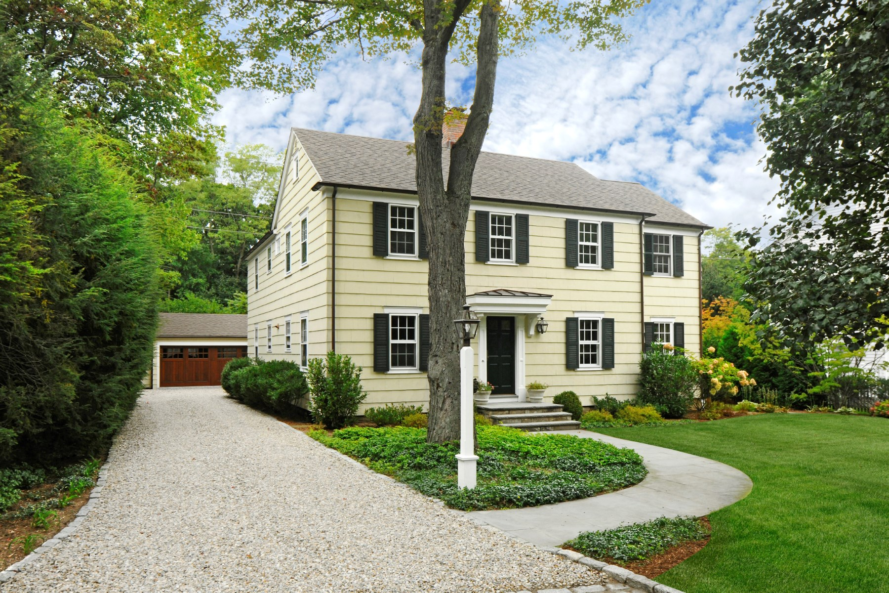 Casa para uma família para Venda às Lovely Renovated Classic in Riverside 93 Summit Road Riverside, Connecticut 06878 Estados Unidos