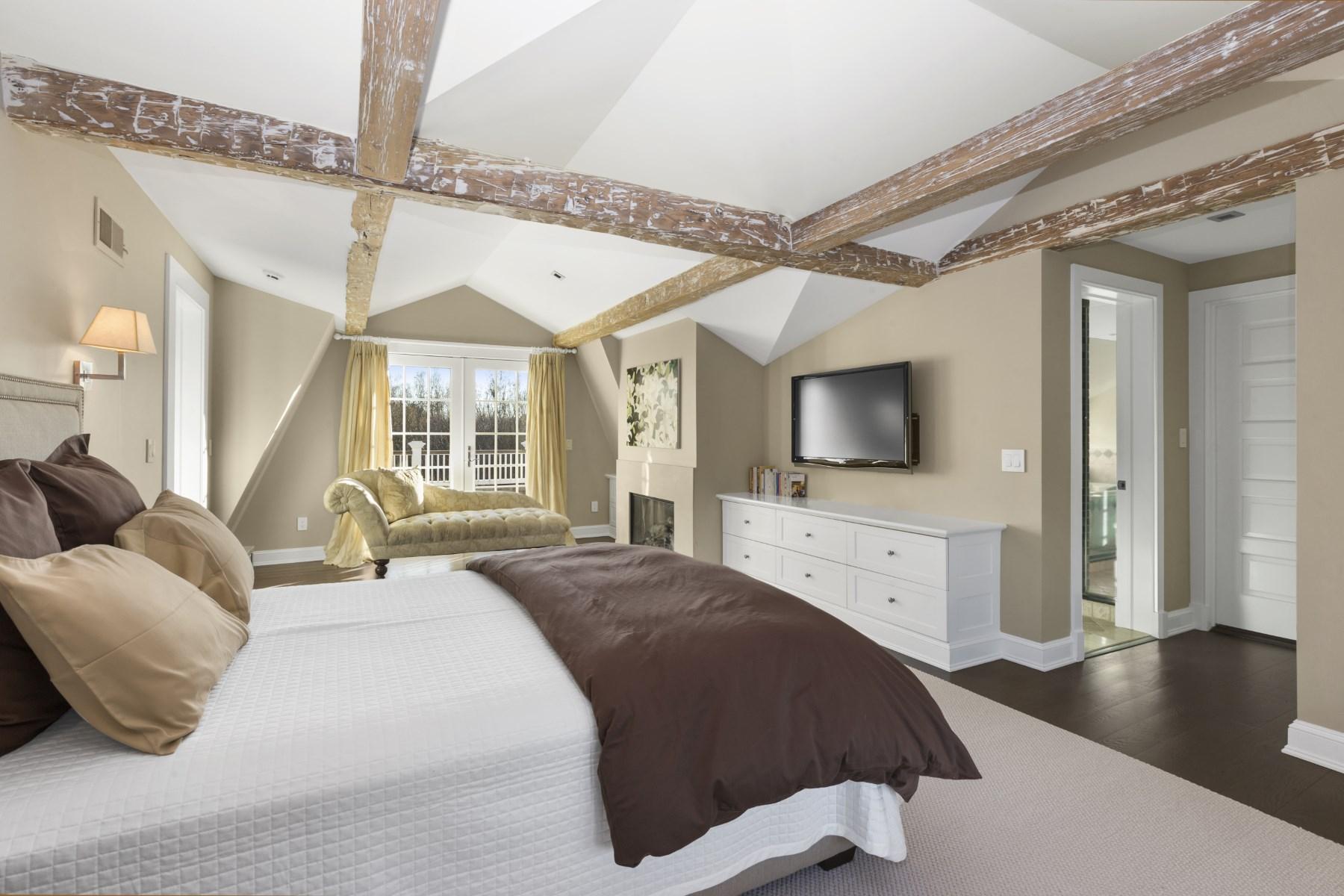 Property Of Stylish and Private, Southampton Village